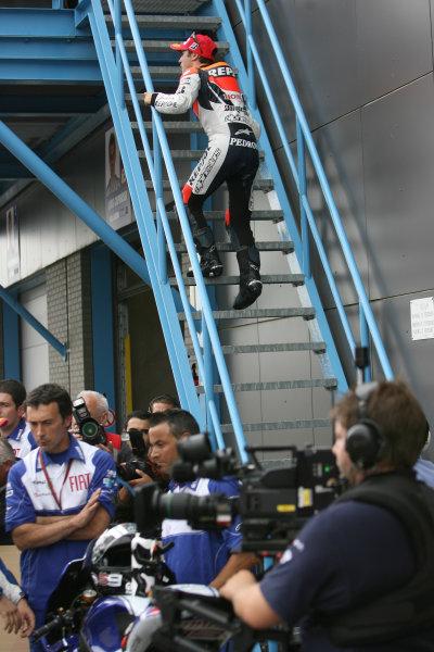 Assen, Netherlands.26th - 28th June 2009.Dani Pedrosa Repsol Honda Team struggles up the stairs with his injured hip.World Copyright: Martin Heath/LAT Photographicref: Digital Image BPI_Moto 8sxr