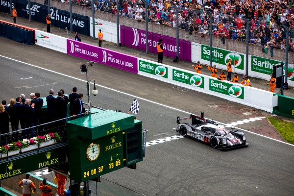 2016 Le Mans 24 Hours. Circuit de la Sarthe, Le Mans, France. Sunday 19 June 2016. Porsche Team / Porsche 919 Hybrid - Romain Dumas (FRA), Neel Jani (CHE), Marc Lieb (DEU), takes the chequered flag. World Copyright: Zak Mauger/LAT Photographic ref: Digital Image _79P8858