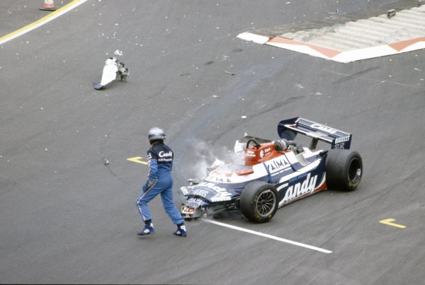 1981 British Grand Prix.Silverstone, Great Britain. 16-18 July 1981.Brian Henton (Toleman TG181-Hart), did not qualify after this accident. Crash, wreckage.World Copyright: LAT PhotographicRef: 35mm transparency 81GB21