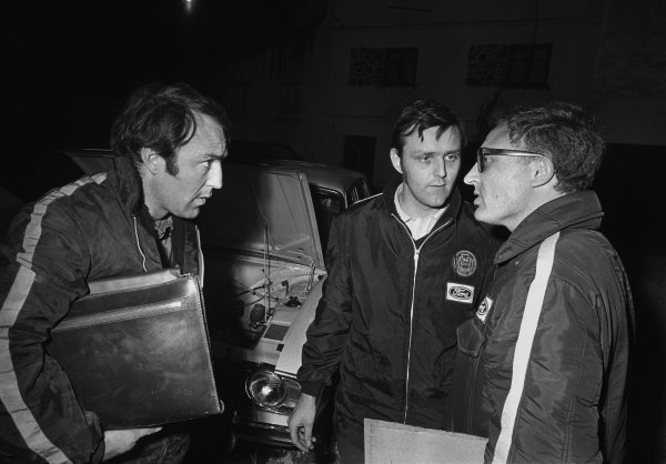 London to Mexico. 19th April - 27th May 1970. JImmy Greaves and Tony Fall in converstion with Stuart Turner, portrait. World Copyright: LAT Photographic. Ref:  B/W Print.