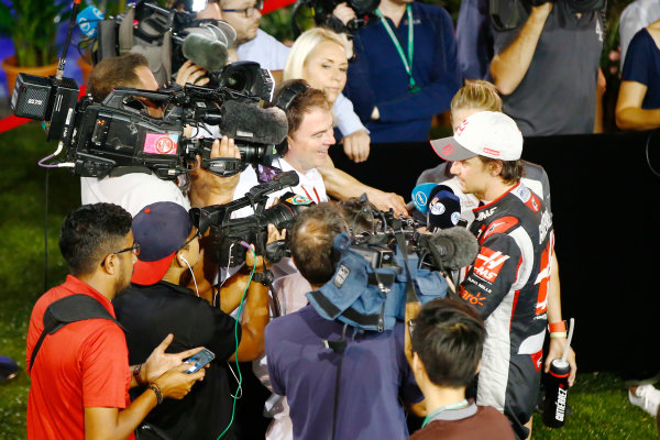 Marina Bay Circuit, Marina Bay, Singapore. Sunday 18 September 2016. Esteban Gutierrez, Haas F1, speaks to the press. World Copyright: Andy Hone/LAT Photographic ref: Digital Image _ONY8690