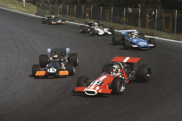 1969 Mexican Grand Prix.  Mexico City, Mexico. 17-19th October 1969.  Silvio Moser, Brabham BT24 Ford, leads Jackie Oliver, BRM P139, into the hairpin.  Ref: 69MEX05. World Copyright: LAT Photographic