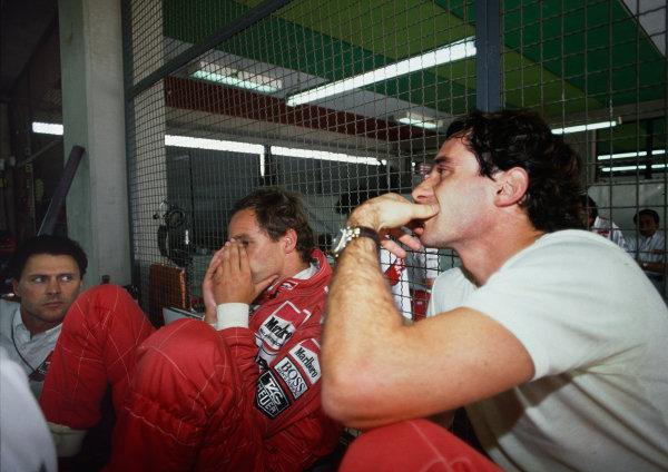Dave Ryan, with Ayrton Senna and Gehard Berger. Portrait. World Copyright: LAT Photographicref: 35mm Scanned Image