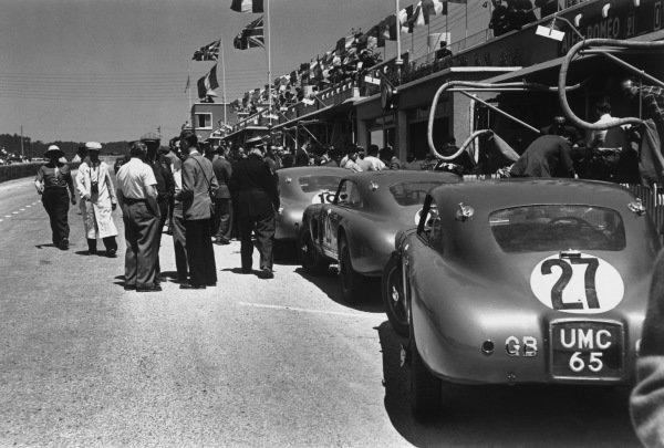 Le Mans, France. 25th - 26th June 1949.The Aston Martin DB2 cars in the pits, action. World Copyright: LAT Photographic.Ref: 49 - 17 - 16.