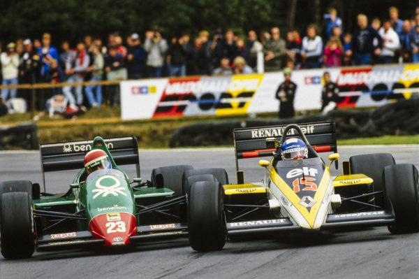 Patrick Tambay, Renault RE60B, battles hard with Eddie Cheever, Alfa Romeo 184T.