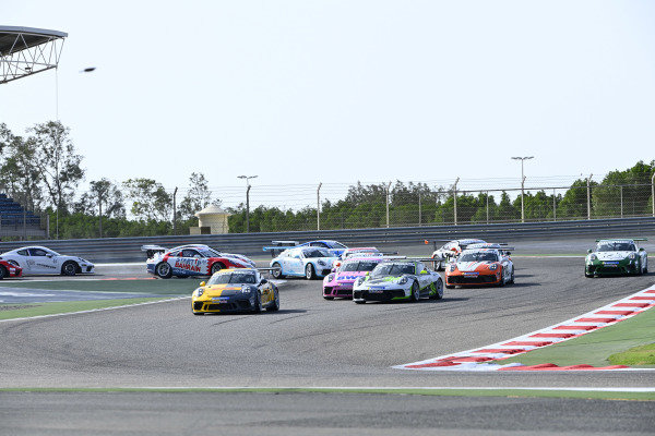 Porsche SC Bahrain battle at start of race