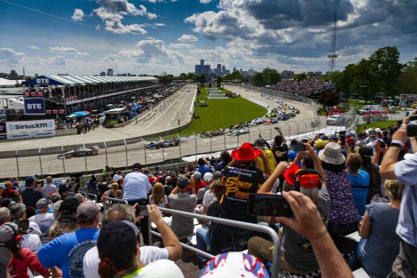 Josef Newgarden, Team Penske Chevrolet, Leads the field at the start