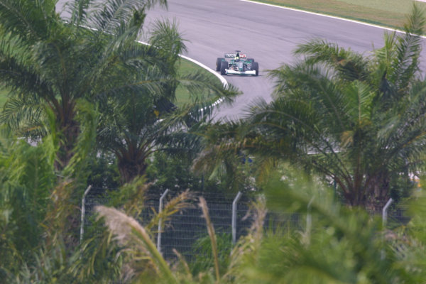 2001 Malaysian Grand Prix.Sepang, Kuala Lumpur, Malaysia.16-18 March 2001.Luciano Burti (Jaguar R2).World Copyright - LAT PhotographicRef-8 9MB Digital