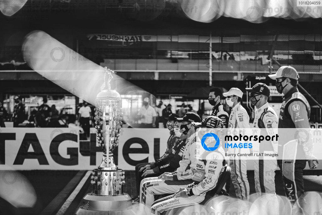 Borg-Warner trophy, #28: Ryan Hunter-Reay, Andretti Autosport Honda, #30: Takuma Sato, Rahal Letterman Lanigan Racing Honda, #9: Scott Dixon, Chip Ganassi Racing Honda, #14: Tony Kanaan, A.J. Foyt Enterprises Chevrolet, #3: Helio Castroneves, Team Penske Chevrolet, #22: Simon Pagenaud, Team Penske Chevrolet, #12: Will Power, Team Penske Chevrolet, #27: Alexander Rossi, Andretti Autosport Honda