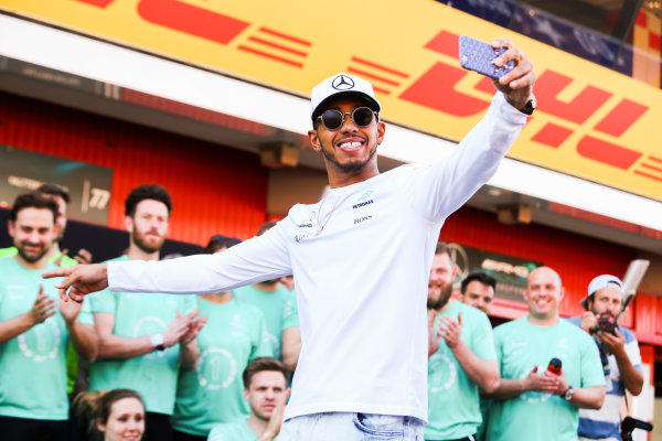 Circuit de Catalunya, Barcelona, Spain. Sunday 14 May 2017. Lewis Hamilton, Mercedes AMG, 1st Position, celebrates victory with his team. World Copyright: Charles Coates/LAT Images ref: Digital Image AN7T7366