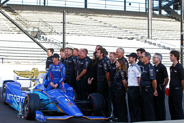 Verizon IndyCar Series Indianapolis 500 Qualifying Indianapolis Motor Speedway, Indianapolis, IN USA Monday 22 May 2017 Scott Dixon, Chip Ganassi Racing Teams Honda, Ed Carpenter, Ed Carpenter Racing Chevrolet, i98/ pose for front row photos World Copyright: Phillip Abbott LAT Images ref: Digital Image abbott_indyQ_0517_21664