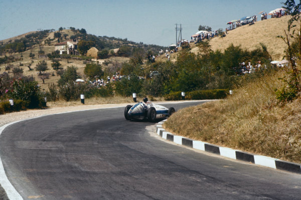 Pescara, Italy. 16-18 August 1957. Masten Gregory, Maserati 250F, 4th position. Ref: 57PES07. World Copyright - LAT Photographic