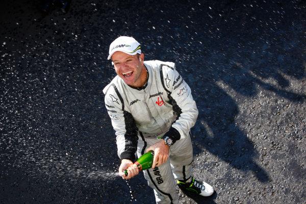 Autodromo Nazionale di Monza, Monza, Italy.13th September 2009.Rubens Barrichello, Brawn GP BGP001 Mercedes, 1st position, celebrates victory. Portrait. World Copyright: Steven Tee/LAT Photographicref: Digital Image _O3Q7459