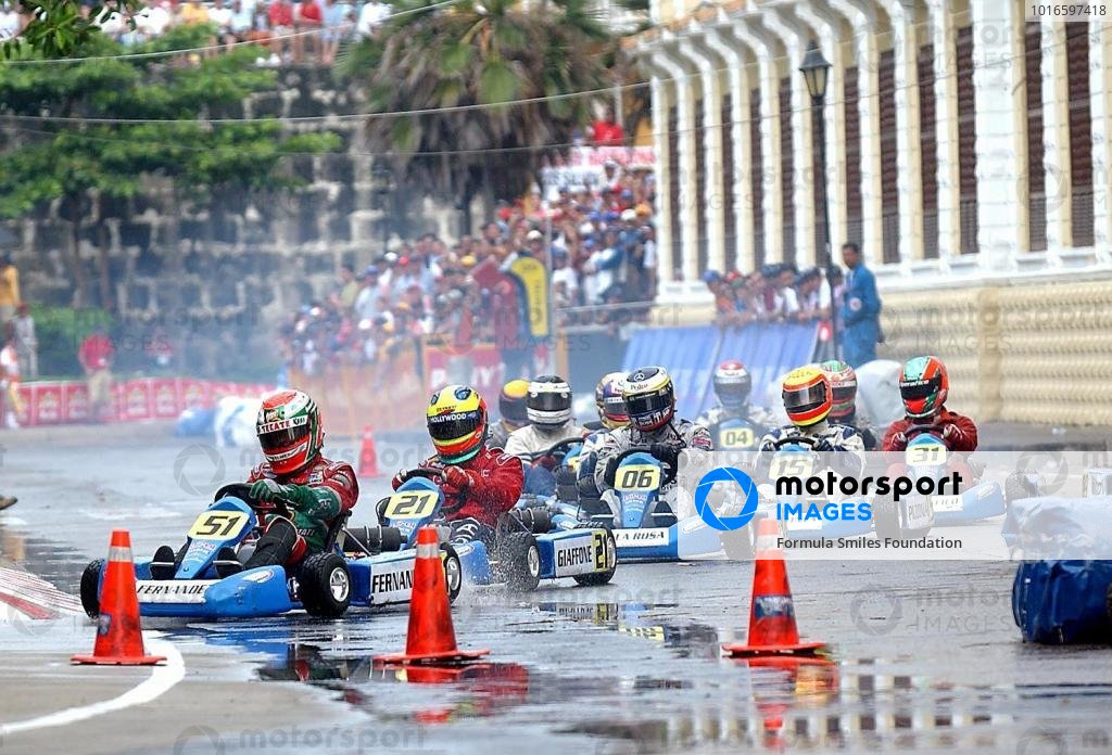 Leading F1, CART and IRL drivers took part in the Formula Smiles Foundations' first ever street race in Cartegna. Leading from the front is Adrian Fernandez (MEX) closely followed by Felippe Giaffone (BRA), Pedro de la Rosa (ESP), Antonio Pizzonia (BRA) and Ricardo Sperafico (BRA).