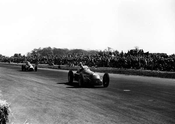 1950 British Grand Prix.Silverstone, England.11-13 May 1950.Giuseppe Farina leads Luigi Fagioli (both Alfa Romeo 158). They finished in 1st and 2nd positions in this, the first World Championship event.World Copyright - LAT Photographic