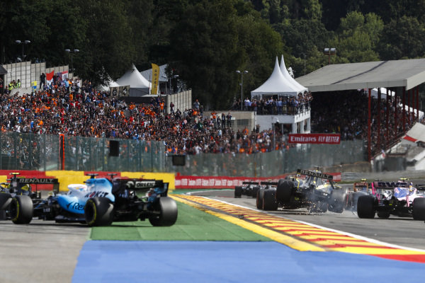 Daniel Ricciardo, Renault R.S.19, makes contact with Lance Stroll, Racing Point RP19, as George Russell, Williams Racing FW42 takes avoiding action