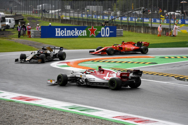 Antonio Giovinazzi, Alfa Romeo Racing C38, spins ahead of Romain Grosjean, Haas VF-19, and Sebastian Vettel, Ferrari SF90