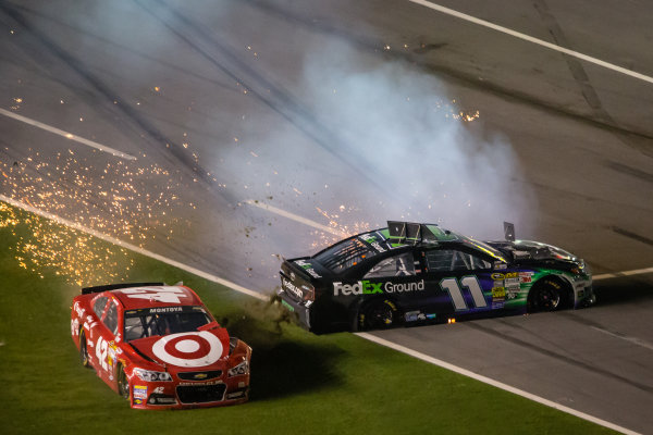 Juan Pablo Montoya, Earnhardt Ganassi Racing Chevrolet and Denny Hamlin, Joe Gibbs Racing Toyota crash