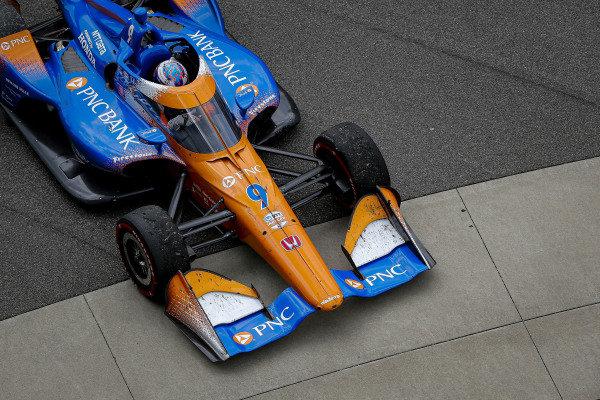 #9: Scott Dixon, Chip Ganassi Racing Honda pulling into Victory Lane