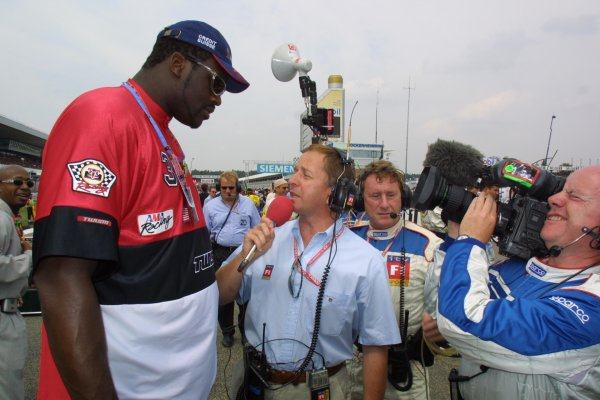2001 German Grand Prix - RaceHockenheim, Germany. 29th July 2001Martin Brundle interviews a very tall American basketball player.World Copyright - LAT PhotographicRef: 9 MB Digital File Only