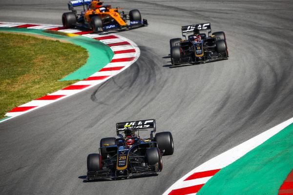 Kevin Magnussen, Haas VF-19 leads Romain Grosjean, Haas VF-19 and Carlos Sainz Jr., McLaren MCL34