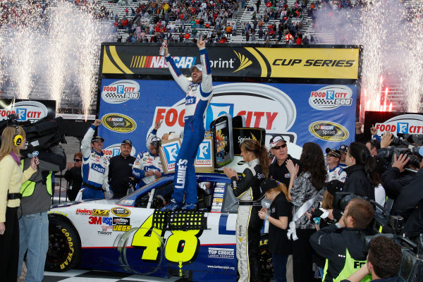 19-21 March, 2010, Bristol, Tennessee USAJimmie Johnson celebrates in Victory Lane©2010 Lesley Ann Miller, USALAT Photographic