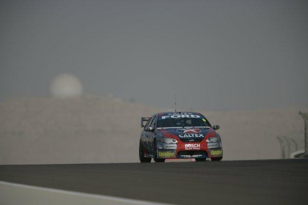 2007 Australian V8 Supercars.Bahrain International Circuit. Sakhir, Bahrain.2nd - 4th November. Russell Ingall during the V8 Supercar Desert 400. Action. World Copyright: Mark Horsburgh/LAT Photographic. Ref: Digital Image 9-Ingall-RD12-07-1774