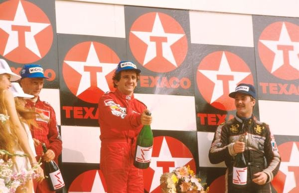 Winner Alain Prost (FRA) McLaren MP4/2, centre