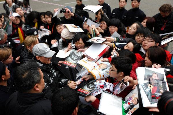 Shanghai International Circuit, Shanghai, China15th April 2010Michael Schumacher, Mercedes GP W01, signs some autographs for fans. Portrait. Atmosphere. World Copyright: Andrew Ferraro/LAT Photographicref: Digital Image AF5D8239