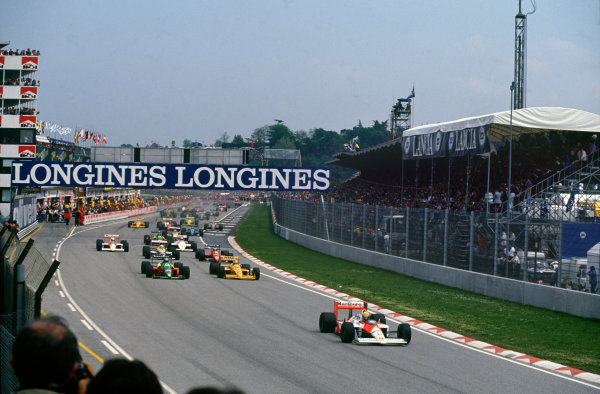 Imola, Italy. 29th April - 1st May 1988. Start of the race, action. World Copyright: LAT Photographic Ref: 88SM