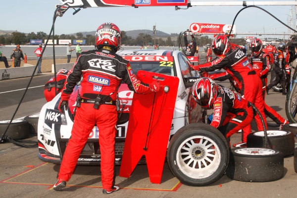 Winton Motor Speedway.Winton Park, Victoria, Australia. 14th - 16th May 2010. Rd 6.Car 22,Holden Commodore VE HRT,Toll Holden Racing Team,Will DavisonWorld Copyright: Mark Horsburgh/LAT Photographicref: V8Supercars-EV06-10-j1527