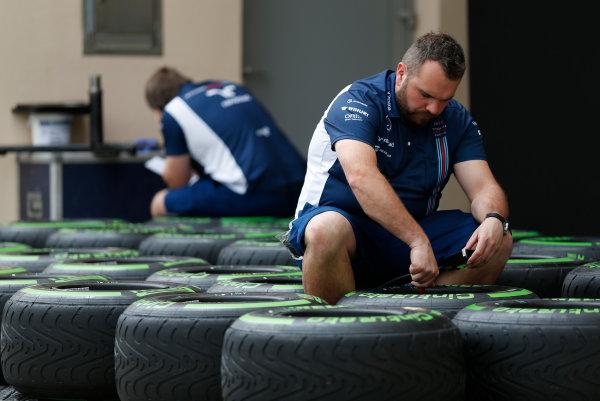 Bahrain International Circuit, Sakhir, Bahrain Thursday 31 March 2016. Williams personnel prepare tyres. World Copyright: Sam Bloxham/LAT Photographic ref: Digital Image _R6T4504