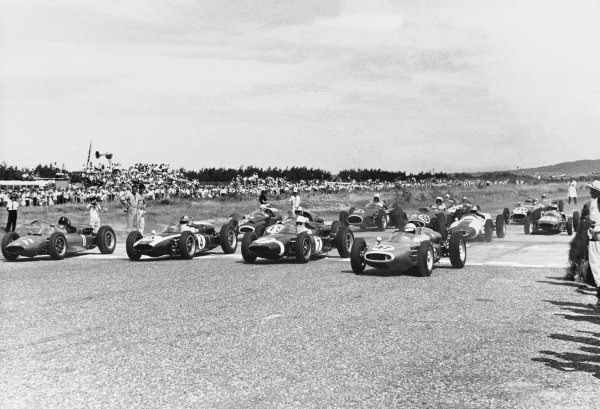 Teretonga Park, Invercargill, New Zealand. 27th January 1962. Stirling Moss (2.5 Cooper Intercontinental), 2nd position, start action. World Copyright: LAT Photographic Ref:  B/W Print.
