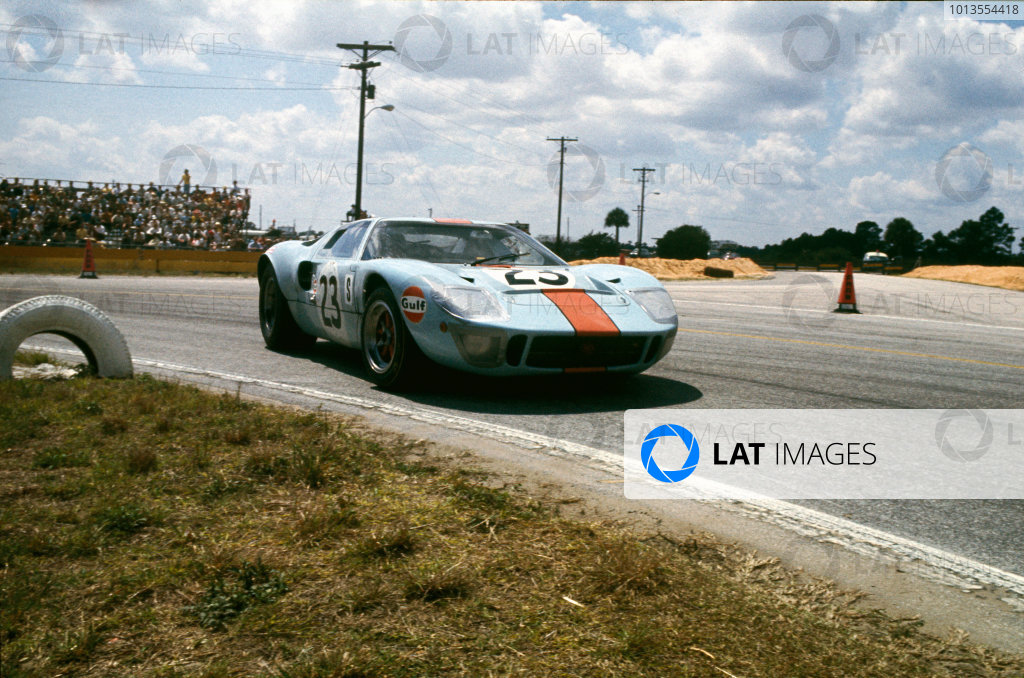 Sebring, Florida, USA. 22nd March 1969.David Hobbs/Mike Hailwood (Ford GT40), retired, action. World Copyright: LAT PhotographicRef: 69SCARS155.