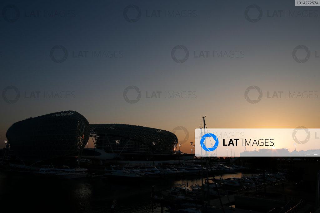 Yas Marina Circuit, Abu Dhabi, United Arab Emirates. Thursday 20 November 2014. Sunset over the track. World Copyright: Glenn Dunbar/LAT Photographic. ref: Digital Image _W2Q3728