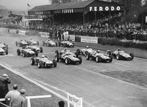 Goodwood, England. 3rd April 1961. Stirling Moss (Lotus 18-Climax),4th postition, starting from pole on the left, action. World Copyright: LAT Photographic. Ref: Autocar Glass Plate C61206.