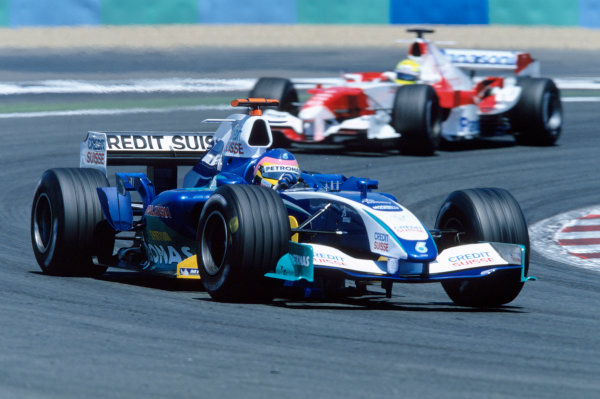 2005 French Grand Prix. Magny-Cours, France. 1st - 3rd July 2005 Jacques Villeneuve, Sauber Petronas C24 leads Ralf Schumacher, Toyota TF105. Action. World Copyright: Lorenzo Bellanca/LAT Photographic Ref: 35mm Image A22