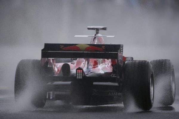2006 Japanese Grand Prix - Friday Practice Suzuka, Japan. 5th - 8th October 2006 Vitantonio Liuzzi, Toro Rosso STR01-Cosworth, action. World Copyright: Charles Coates/LAT Photographic. ref: Digital Image ZK5Y5656
