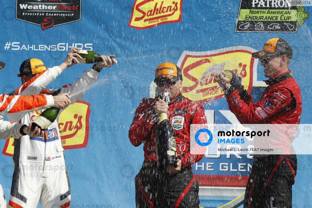 #99 JDC/Miller Motorsports ORECA 07, P: Stephen Simpson, Mikhail Goikhberg, Chris Miller, pit stop, champagne