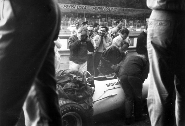 1967 Italian Grand Prix Monza, Italy. 10 September 1967 John Surtees, Honda RA300, 1st position, in the pits as the engine is fired up, portrait, atmosphere World Copyright: LAT PhotographicRef: Motor b&w print
