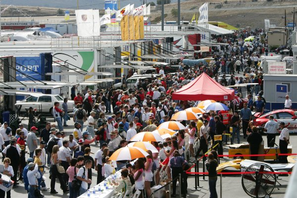 2004 American Le Mans Series (ALMS)Laguna Seca, California, USA. 15 - 16 October.Crowded paddock during ALMS autograph session.World Copyright: Richard Dole/LAT Photographicref: Digital Image Only