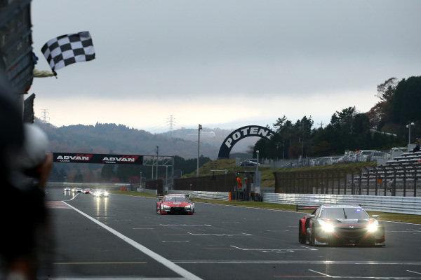 Race winner Narain Karthikeyan, Nakajima Racing Honda NSX-GT.