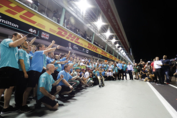 Lewis Hamilton, Mercedes AMG F1, 1st position, celebrates with his team