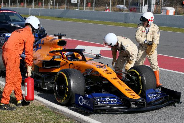 Carlos Sainz Jr, McLaren MCL34 stops on track
