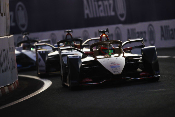 Jean-Eric Vergne (FRA), DS TECHEETAH, DS E-Tense FE19, leads Lucas Di Grassi (BRA), Audi Sport ABT Schaeffler, Audi e-tron FE05
