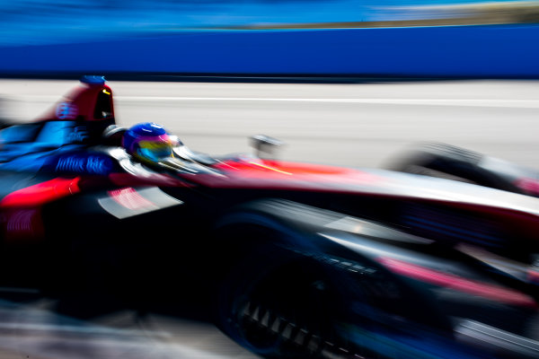 2015/2016 FIA Formula E Championship. Testing, Punta del Este, Uruguay. Sunday 20 December 2015. Jacques Villeneuve (CAN), Venturi VM200-FE-01. Photo: Zak Mauger/LAT/Formula E ref: Digital Image _L0U0270