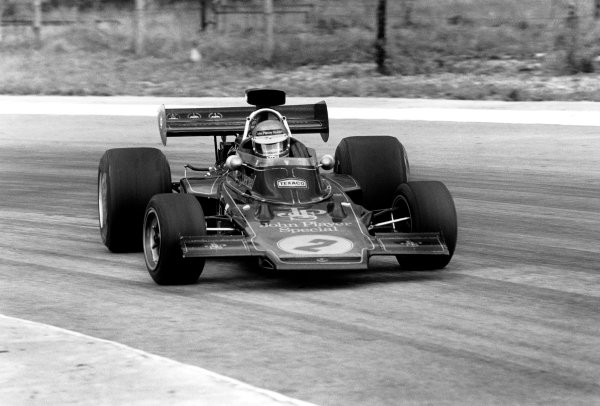 Kyalami, South Africa. 27th February - 1st March 1975. Ronnie Peterson (Lotus 72E-Ford), 10th position, action.  World Copyright: LAT Photographic. Ref: 5105 - 23A-24.