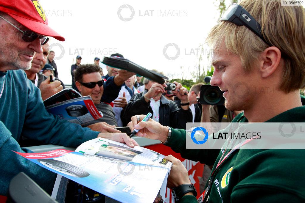 Albert Park, Melbourne, Australia24th March 2011.Heikki Kovalainen, Team Lotus Renault T128.World Copyright: Charles Coates/LAT Photographicref: Digital Image _X5J5464