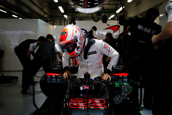 Sochi Autodrom, Sochi, Russia. Friday 09 October 2015. Jenson Button, McLaren MP4-30 Honda climbs from his car in the garage. World Copyright: Steven Tee/LAT Photographic. ref: Digital Image _X0W2373