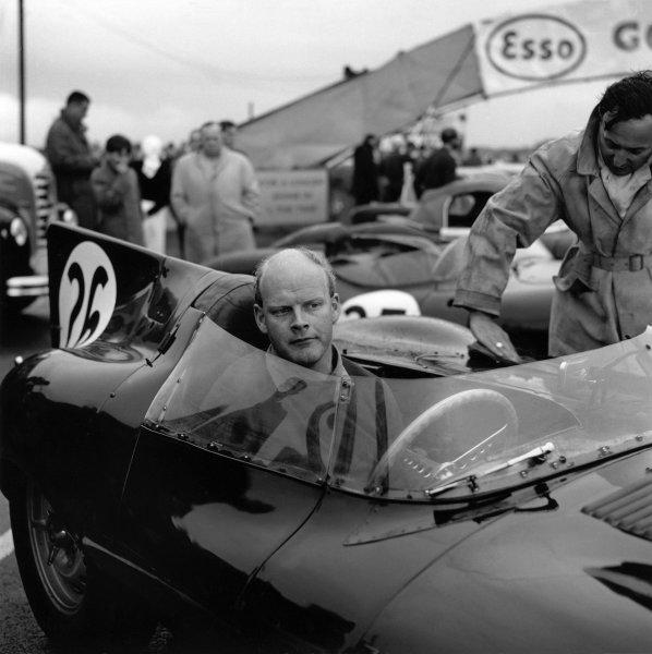 1961 Autosport 3 Hours. Snetterton, England. 30th September 1961. Mike Salmon (Jaguar D-Type), 1st position, portrait. World Copyright: LAT Photographic. Ref: 10096.